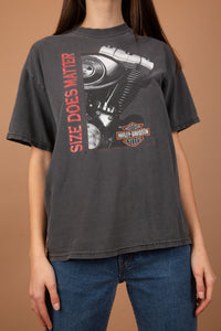 This faded black/grey tee has a motorcycle engine print on the front, the HD logo and 'size does matter' printed in red. On the back, there is a print of a bulldog with the HD logo and 'Indywest' printed across.
