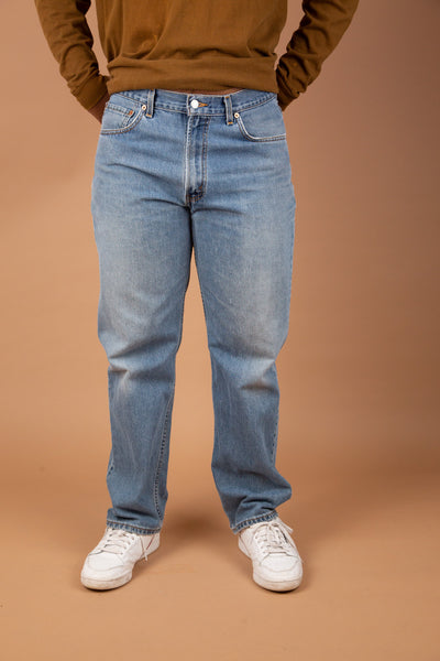 mid-wash 550 Levis jeans in a baggy to tapered fit - vintage by magichollow