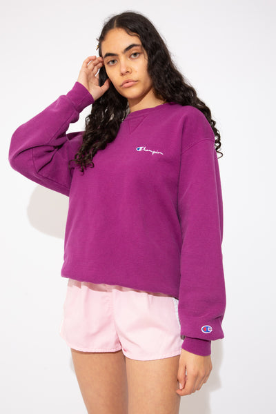 This thick sweater is logoed on the front and sleeve and is raspberry purple. With ribbed sleeves, neckline and waistline, this sweater is a cosy must-have!