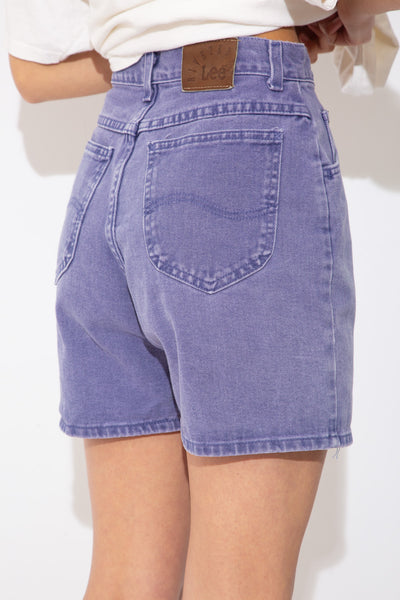 Faded indigo, these Lee Riveted denim shorts have pockets on the front and back. Indigo stitching and branding on the back waistline, front pocket and metal button make these a summer must-have!
