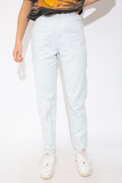 Baby blue high-waisted Lee jeans. magichollow