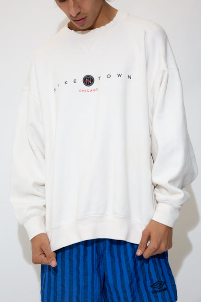 nike town sweater in white. 90s vintage. magichollow.