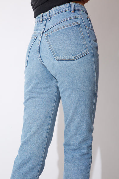 blue light-wash gap jeans, high waisted mom-jean style