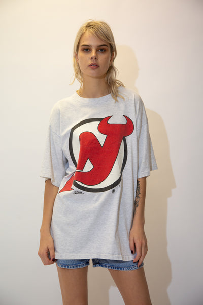 Grey in colour, this tee has a large New Jersey's devils logo on the front. Dated 1992 below, pair with light wash jeans and Airforce 1s fro a devilishly cute fit!