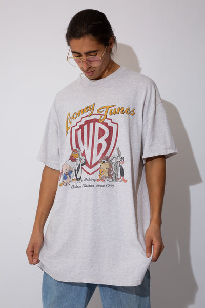 tall-fit grey marle tee with looney tunes/warner bros graphic on front