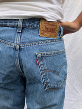 Load image into Gallery viewer, Levi's 550 Jeans