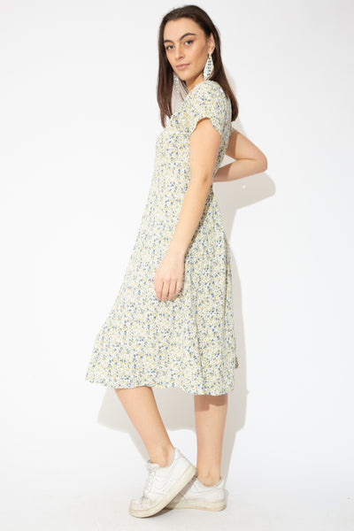 model wearing floral dress, magichollow