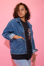 Load image into Gallery viewer, the model wears a blue denim jacket
