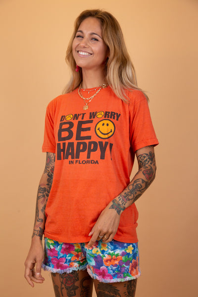 dont worry be happy tee in an aorange colour-way