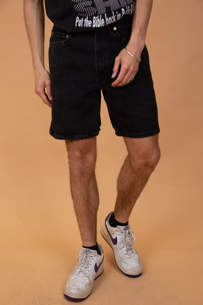 Black denim shorts with a mid-length shape and a loose, relaxed fit. Finished off with branding on the back waistline, back pocket, domes and buttons.
