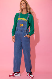 Mid-wash blue dungarees with brown stitching, a straight leg fit and our fav childhood friends, Pooh Bear and Tigger, embroidered on the front chest pocket.
