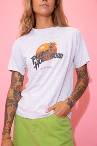 Grey in colour, this single-stitch tee has a colour Planet Hollywood logo on the front, repping New York below. \
