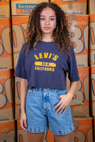 Navy blue in colour, this cropped tee has a large yellow 'Levi's' spell-out, repping California below.