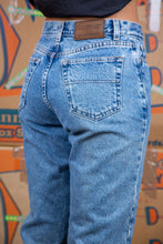 Load image into Gallery viewer, Mid-wash blue in colour, these must-have jeans have a slightly tapered leg in a. mom-style fit.
