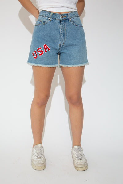 Model wearing USA shorts, magichollow