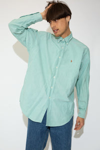 This Ralph Lauren button-up is mint green in colour with the Ralph Lauren logo on the left chest, shell-like buttons and tailored cuffs.