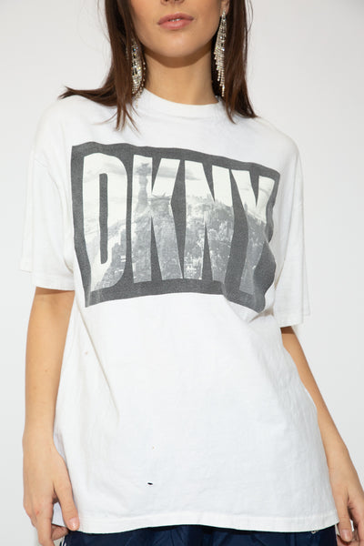 model wearing DNKY tee, magichollow