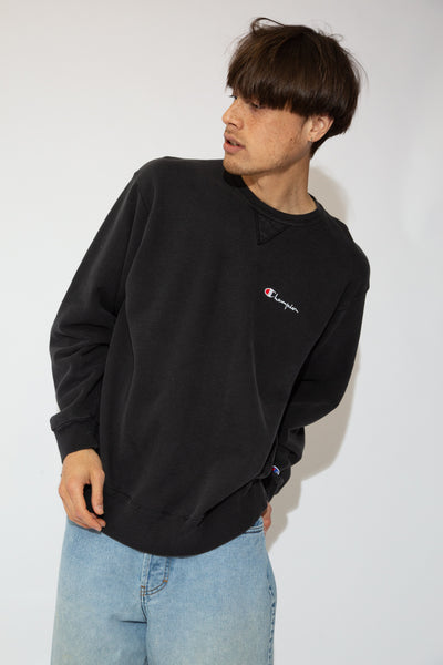 Faded black, thick feel, baggy fit with the Champion logo on the left chest, this sweater is a vintage must-have.