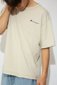 This Champion tee is beige in colour with a stretched out neckline and baggy fit. Branded on the left chest and left sleeve.