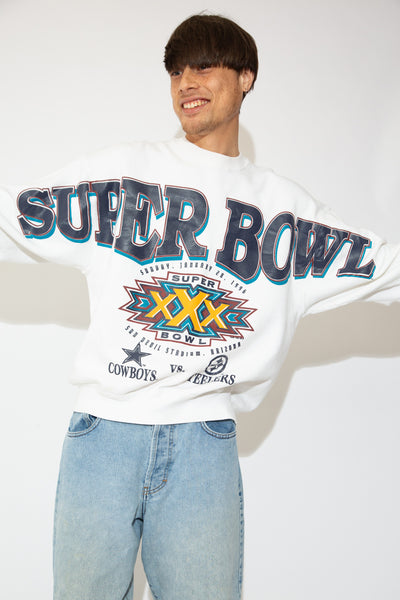 This baggy-fit jumper is off-white with 'Super Bowl' printed across in blue and the Super Bowl logo printed below. Dated 1996 - the year in which the Dallas Cowboys beat the Pittsburgh Steelers.