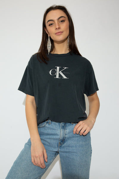 model wearing CK tee, magichollow