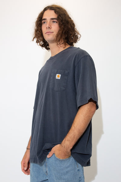 Hop onto the trend in this must have Carhartt Tee! Thick navy blue tee with Carhartt branding the left chest pocket.