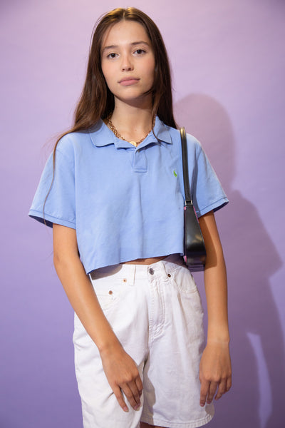 Blue in colour, this polo style tee has an embroidered green Ralph Lauren logo on the left chest with white buttons on the neckline. Pair with high waisted denim shorts and Airforce 1s for a laidback fit!