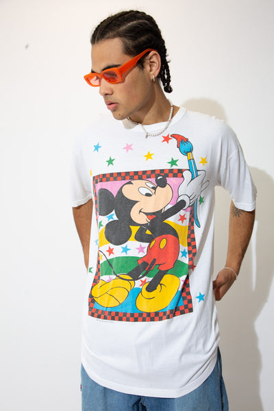'Oh, Mickey you're so fine!' - and so is this hot diggity dog tee! White in colour, this tee has large print of our fav mouse friend on the front painting some stars (cus he be wholesome like that).