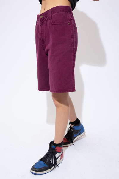 Maroon coloured denim shorts in a midi-length fit with matching maroon coloured stitching, belt loops and Arizona branding on the domes.