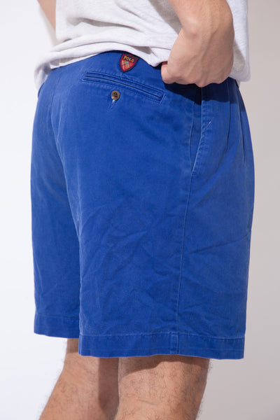 Royal blue in colour in a tailored midi-length style, these shorts have Polo branding on the buttons and back pocket.