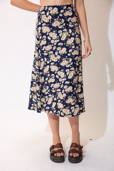 Midi length skirt with Ann all over floral daisy pattern.