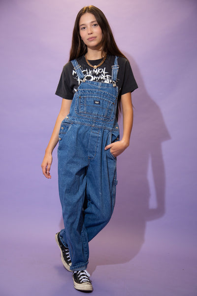 Mid-wash blue in colour, these must-have overalls have a large chest pocket, two side pockets, brown stitching, a carpenter strap and Jordache branding on the front pocket, back pocket and buttons.
