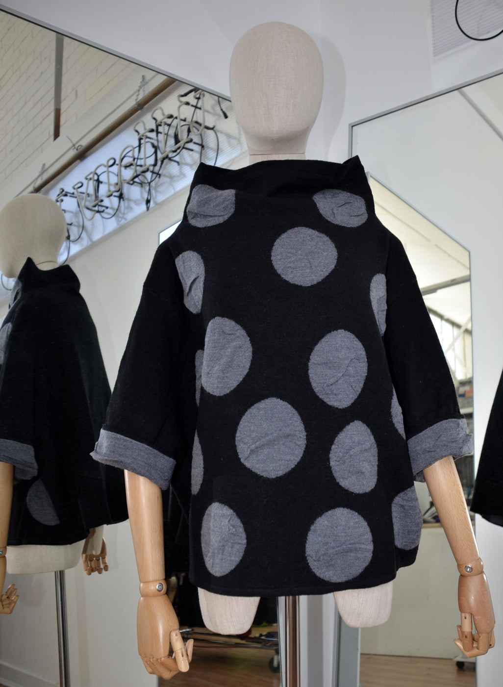 Moyuru Black/Grey Wool Sweater  Art Number 183302
