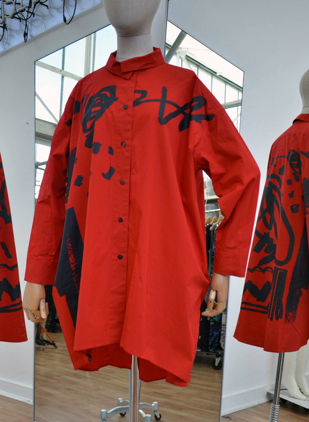 Moyuru Red Cotton Long Shirt Black Print Art Number 183407