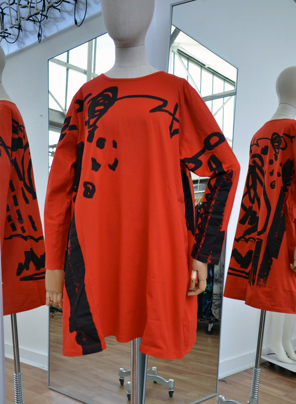 Moyuru Red Cotton Long Tunic Black Print Art Number 183408