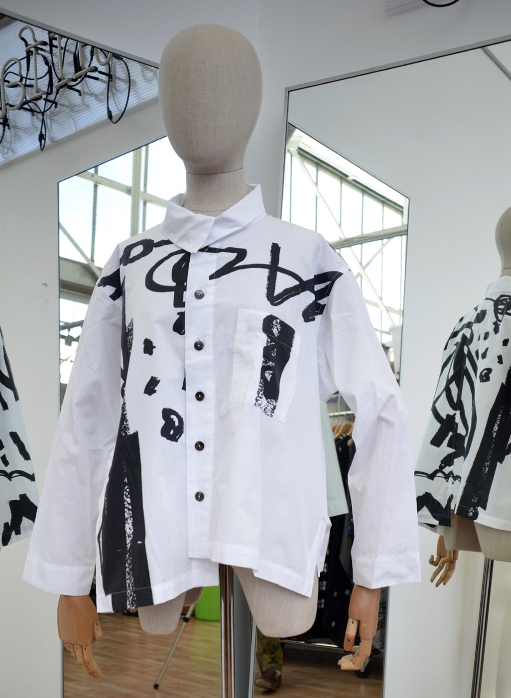 Moyuru White Cotton Shirt Black Print Art Number 183416
