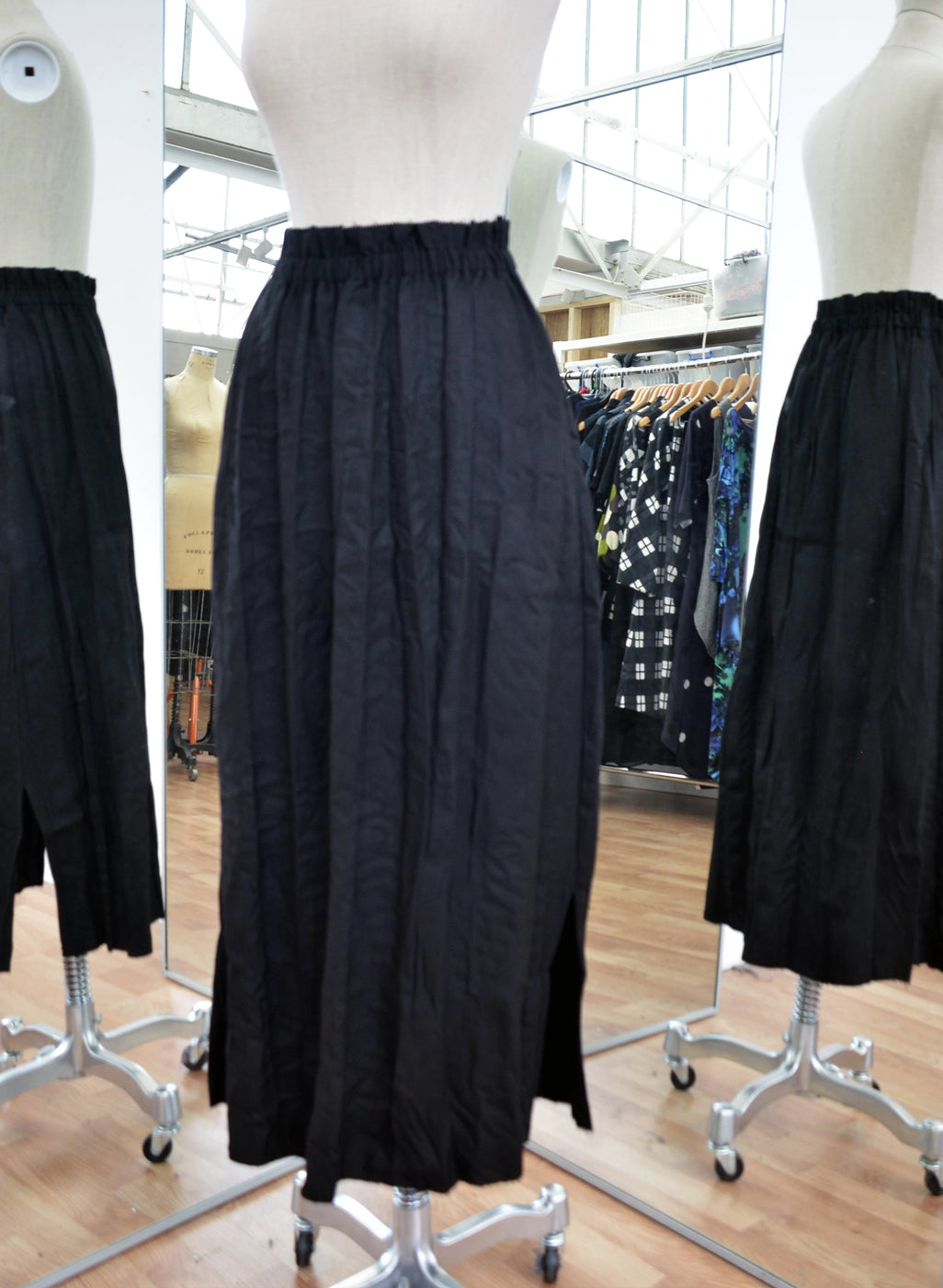 Moyuru Black Soft Pleat Skirt Art Number 183625