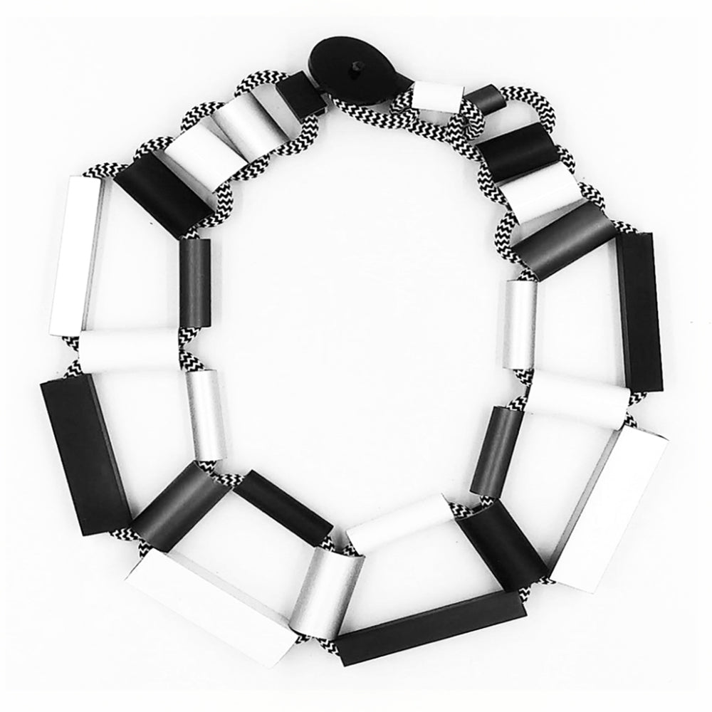 CB200 cylinders and rectangles necklace black/white