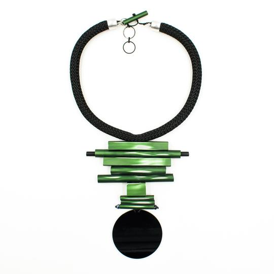 CB87-Green exposed (R) Black Disc Geometric Necklace