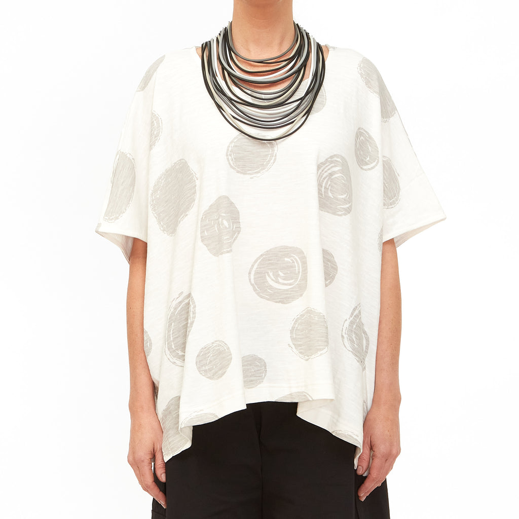 Moyuru, White Top with Circles Print 201010-05 - Tiffany Treloar