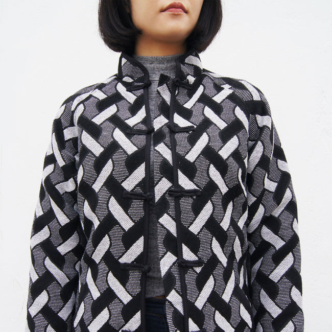 Raglan Sleeve Jacket with Chinese Buttons (black/white)