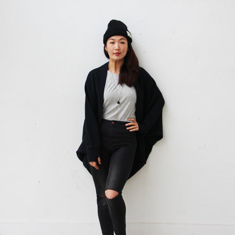 'Wai Ying' cape shawl (black)