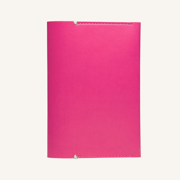 Daycraft Signature passport holder (magenta)