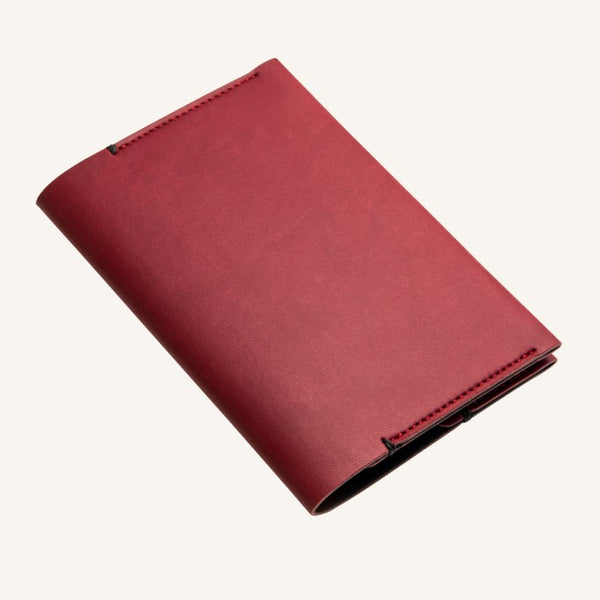 Daycraft Signature passport holder (red)