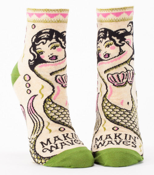 "Woman's novelty fun ankle sock with legend: ""Makin' Waves"""