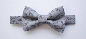 Boys Grey Bow Tie Navy Suspenders, Boys Suits, Boy Bow Tie and Suspenders, Ring Bearer Outfit, Wedding Outfit, Toddler Bow Tie, Baby Bow Tie