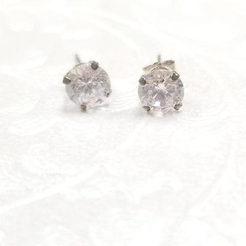 925 Sterling Silver with cubic zirconia stud earrings