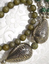 Load image into Gallery viewer, Malachite Stone, Green Jades, large Metal Beads, Colorful Druzy Stone Necklace