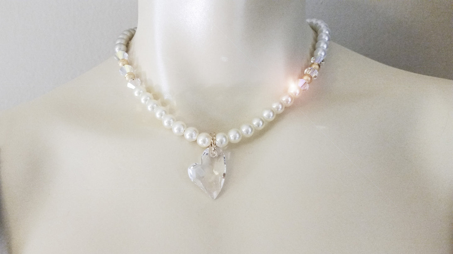 White pearls and SWAROVSKI heart pendant choker
