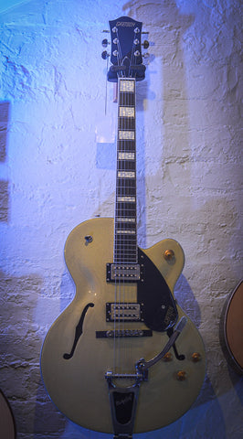 Image of Gretsch G2420T Streamliner with Bigsby Casino Gold